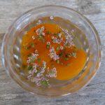 Oreillons d'abricots à la gelée de carvi sauvage