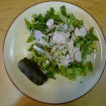 Salade sauvage et dolmades de feuilles de mauve